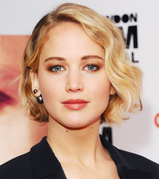 Jennifer Lawrence has bangs  see her new hairstyle - Big Chop Hairstyles
