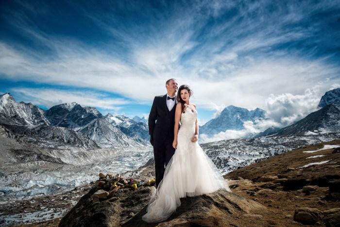 American couple climbs Mount Everest to exchange wedding vows