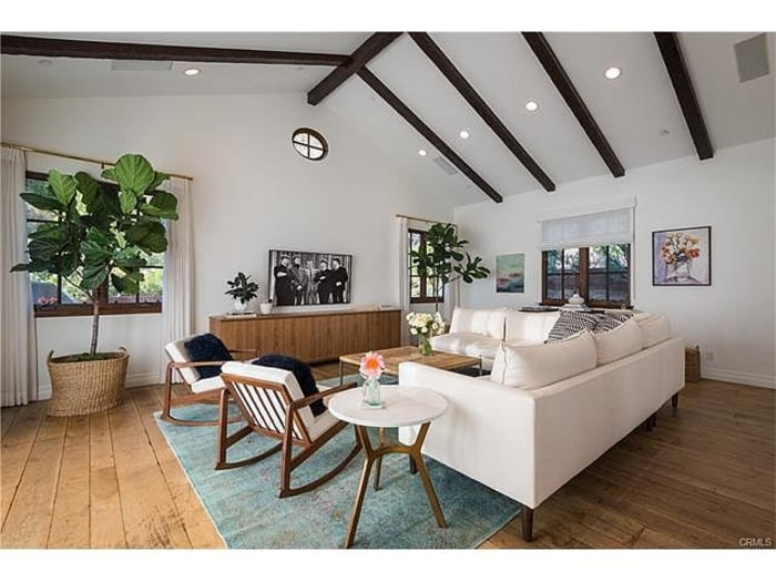 Lauren conrad 39 s la home is dreamy take a tour inside for Living room today