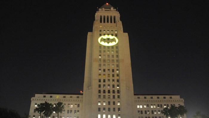 [Image: bat-signal-los-angeles-city-hall-today-t...-large.jpg]