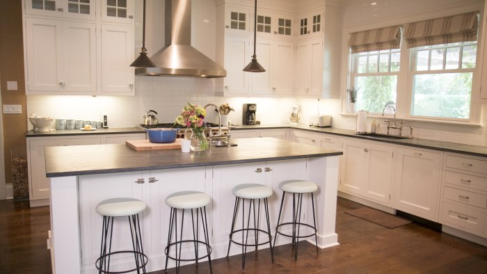 Katie lee 39 s kitchen see inside her water mill home for D kitchen andheri east