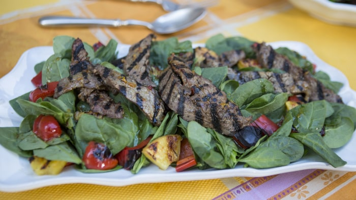 CAMILA ALVES STEAK: Camila Alves' Brazilian Steak Salad