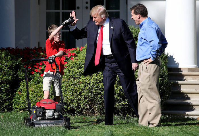 'Frank from Falls Church' mows lawn at White House