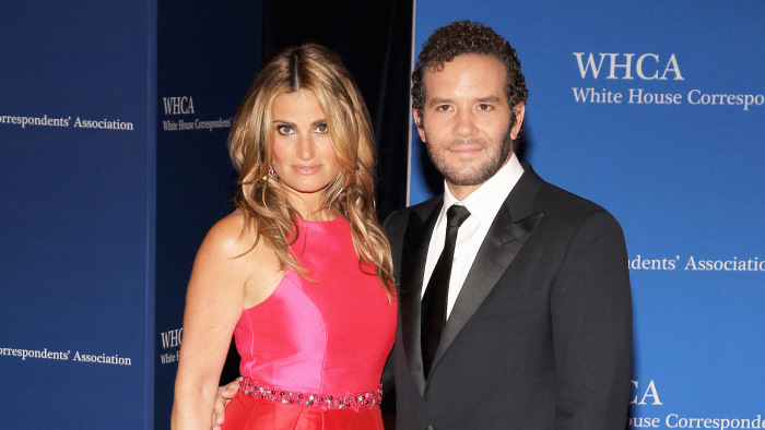 Idina Menzel marries 'Rent' co-star Aaron Lohr