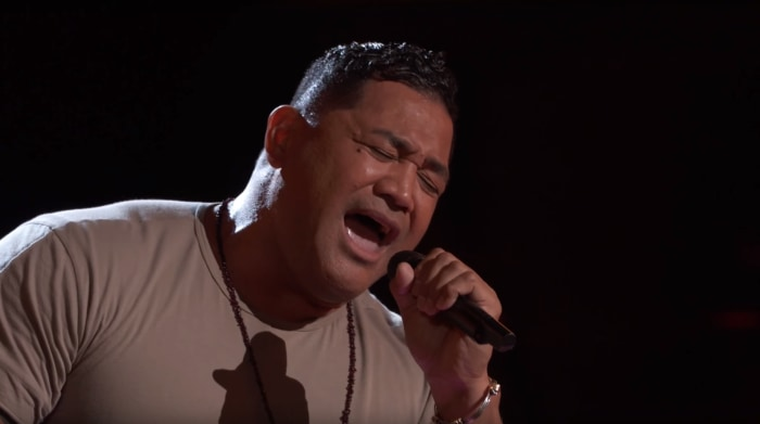Former NFL player wows The Voice judges