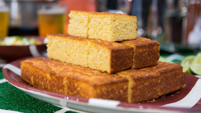 Giada De Laurentiis' Buttermilk and Sour Cream Cornbread