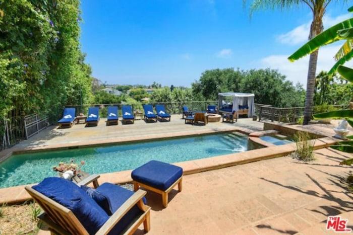Alanis Morissette Sells Her Los Angeles Home