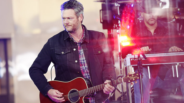 Blake Shelton sails to #1 with