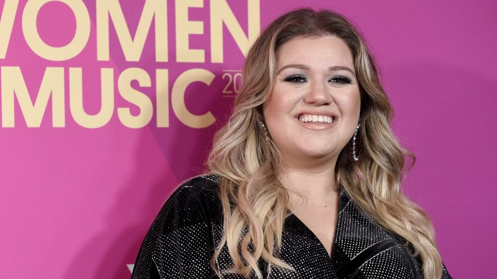 Kelly Clarkson's Los Angeles home robbed