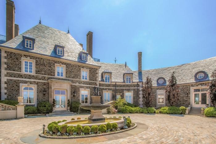 See Inside Jay Leno S 13 5 Million Rhode Island Mansion