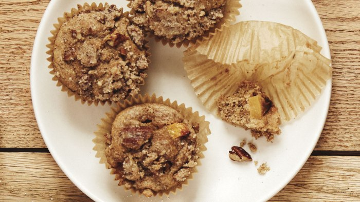 Peach Cobbler Breakfast Muffins