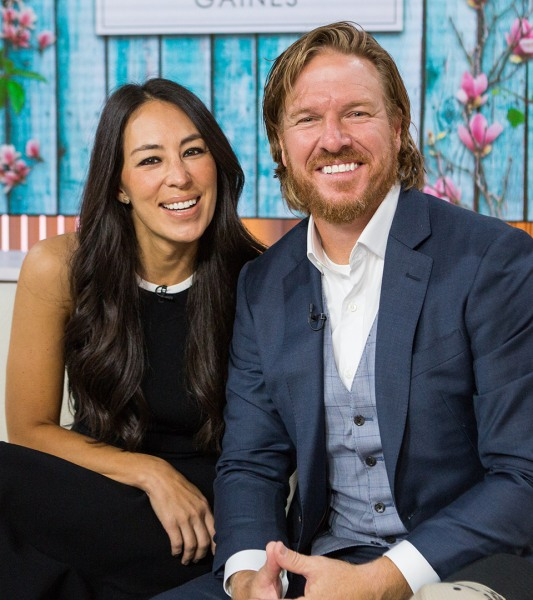 39 Fixer Upper 39 Star Joanna Gaines Shares Baby Bump Photo On
