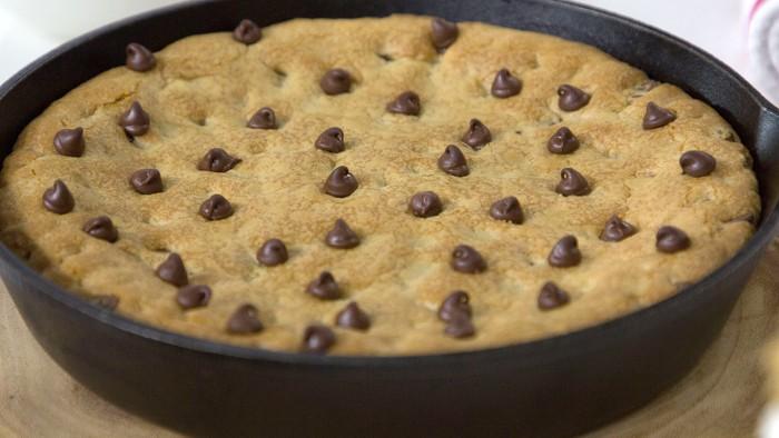 Elizabeth Heiskell's Chocolate Chip Cookie Dough Skillet