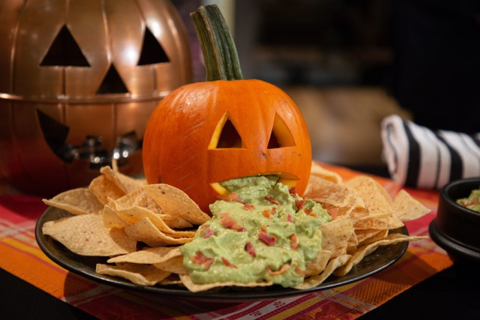 Halloween avocado dip