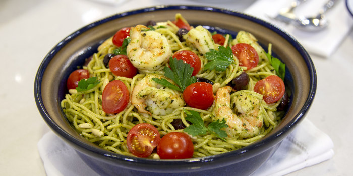How to make shrimp pasta pesto