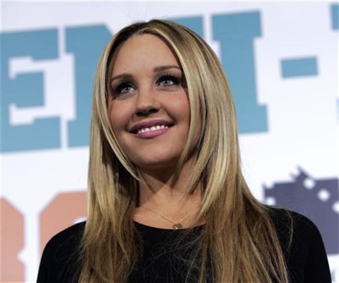 Amanda Bynes: Im suing over naked tanning salon report