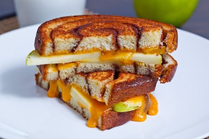 apple cinnamon swirl grilled cheese