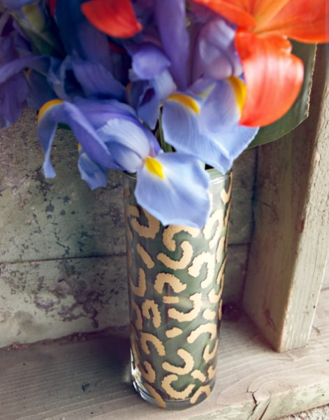 DIY TIP: Roll up a large leaf and place it inside your vase before you will it with water. This will really make your gold pattern pop against the gre...