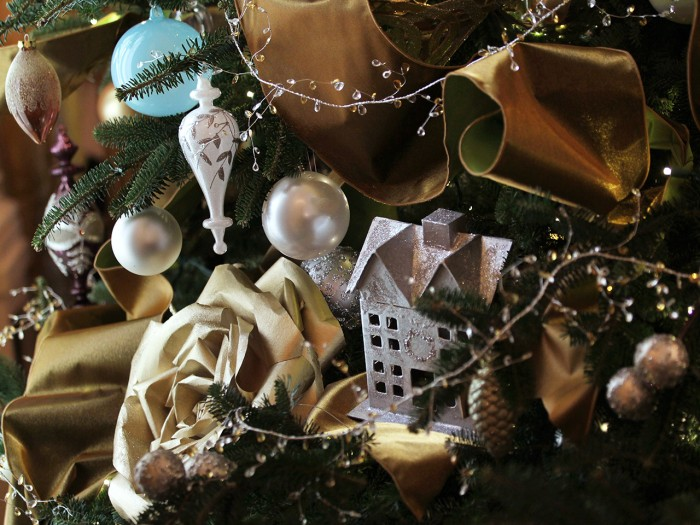 WASHINGTON, DC - DECEMBER 04:  Ornaments and decorations are hung on a Christmas tree in the East Room of the White House December 4, 2013 in Washingt...
