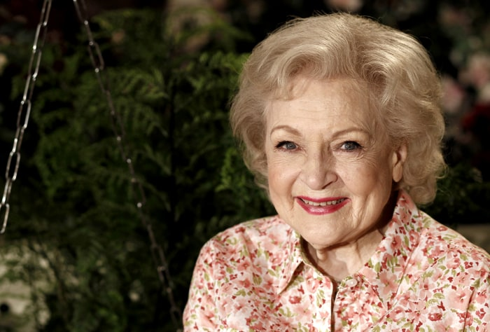 """FILE - In this June 9, 2010 file photo, actress Betty White poses for a portrait on the set of the television show """"Hot in Cleveland"""" in Studio City s..."""