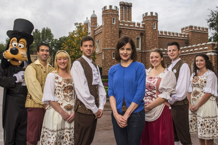 "Image: Elizabeth McGovern of ""Downton Abbey"" poses with Goofy and Disney employees."