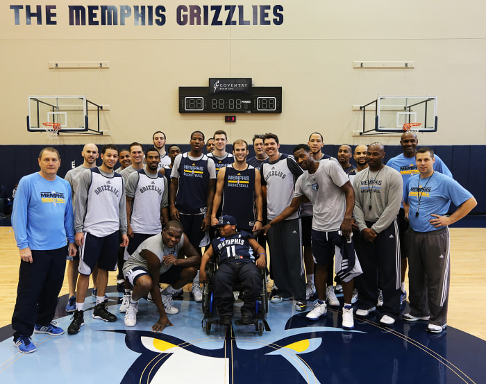 Team photo! Charvis Brewer settled into his new role as a member of the Grizzlies with ease.