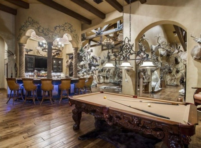 Man Cave Franchise : Touchdown man caves perfect for watching the super