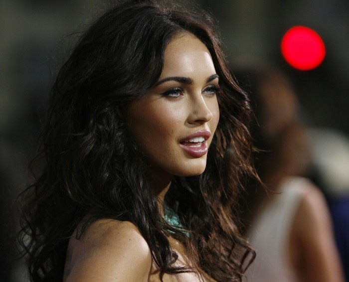 Megan Fox uses Facebook to say - 34.4KB