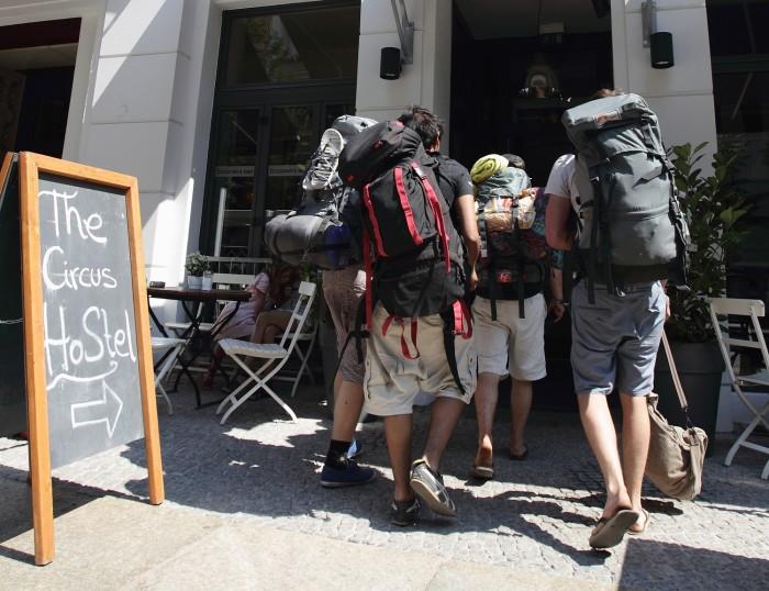 Image: Backpackers in Berlin