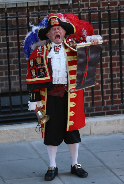 A town crier announces the birth of the son of The Duke and Duchess of Cambridge.