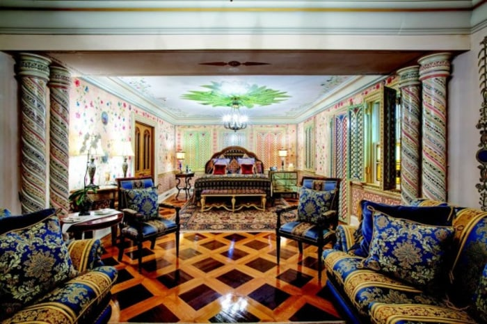 Gianni Versace's mansion -- where he was killed and which was once listed for $125 million -- is on the auction block.