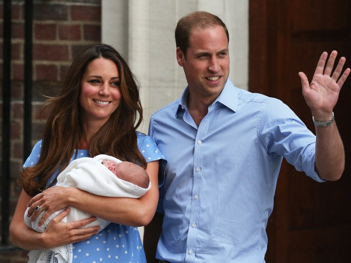 LONDON, ENGLAND - JULY 23:  Prince William, Duke of Cambridge and Catherine, Duchess of Cambridge, depart The Lindo Wing with their newborn son at St ...
