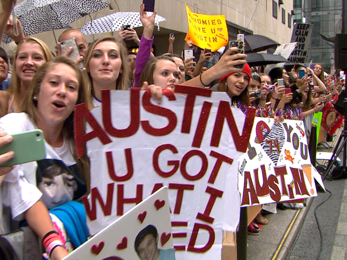 Fans broke out the signs Monday morning to support Mahone.