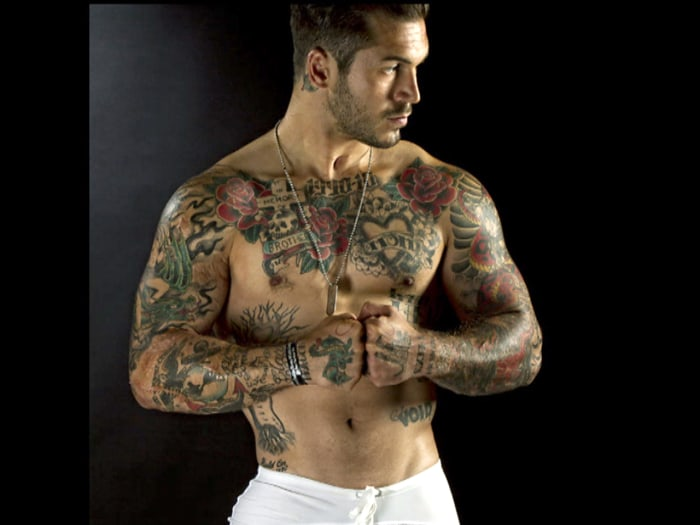 Purple Heart recipient Alex Minsky overcame his injuries to become a fitness model.