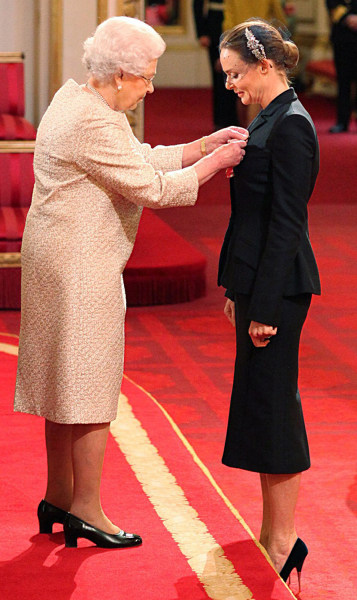 tella McCartney receives her Officer of the British Empire (OBE) medal from Britain's Queen Elizabeth II at Buckingham Palace. Her father, Sir Paul McCartney of the Beatles, received an OBE in 1965.
