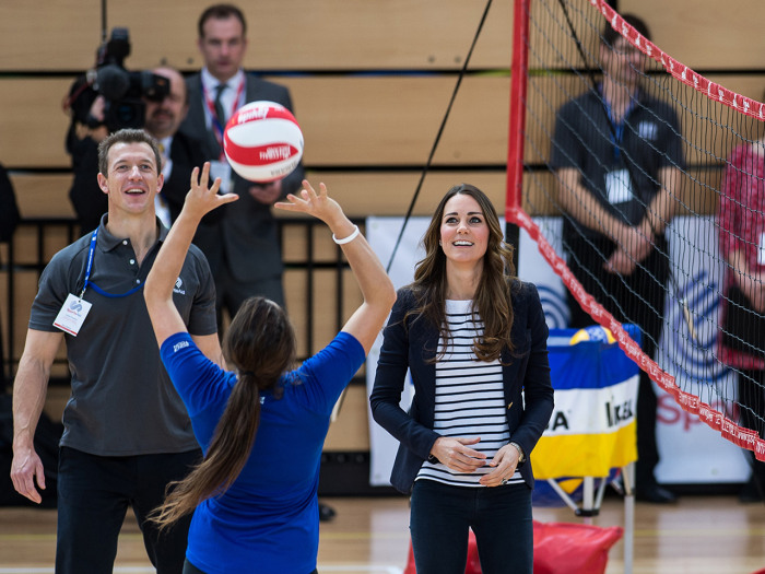 LONDON, ENGLAND - OCTOBER 18:  Catherine, Duchess of Cambridge plays volleyball during her visit to a Sportaid Athlete Workshop at Queen Elizabeth Oly...