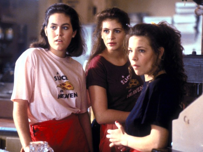 Amazon.com: Mystic Pizza [VHS]: Annabeth Gish, Julia Roberts, Lili ...