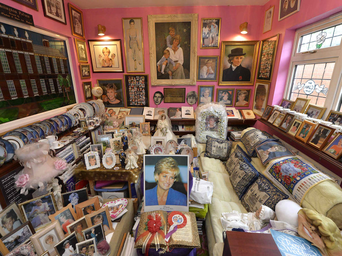 "Image: The ""Diana"" room at Margaret Tyler's house in London."