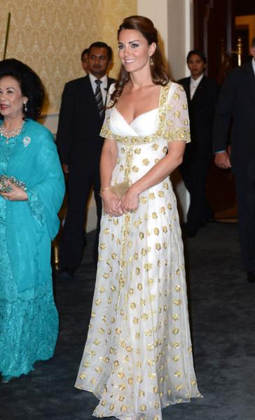 KUALA LUMPUR, MALAYSIA - SEPTEMBER 13: Catherine, Duchess of Cambridge (R) and Sultanah Tuanku Haminah binti Hamidun the Raja Permaisuri Agong of Mala...