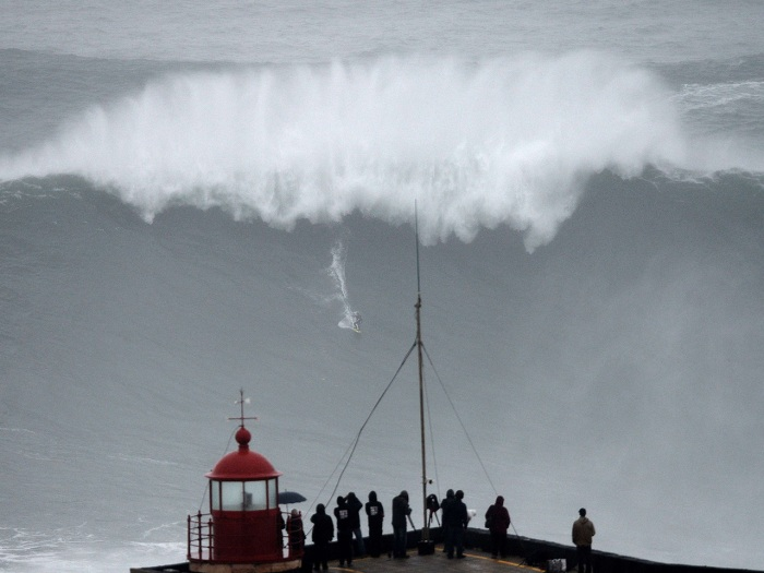 TOPSHOTS  Brazilian big wave surfer Carlos Burle rides a wave in Nazare, central Portugal, on October 28, 2013.  AFP PHOTO/ FRANCISCO LEONGFRANCISCO L...