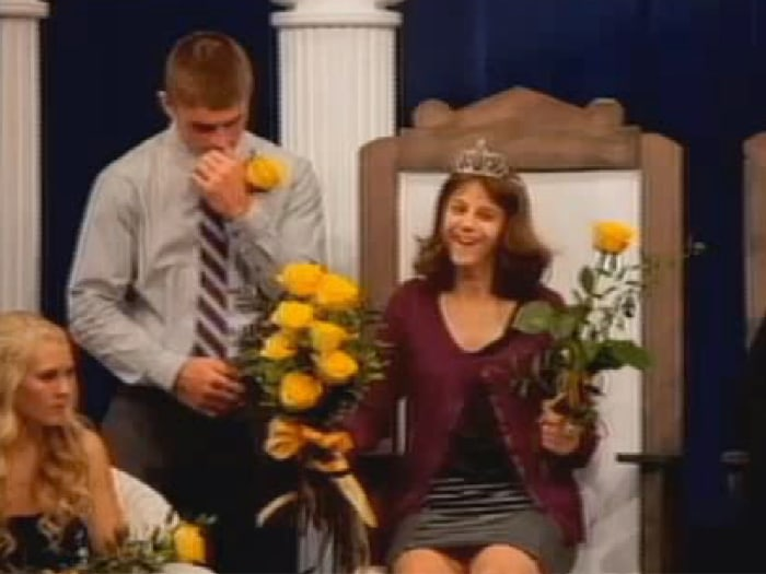Image: Courtney Tharp is named homecoming queen in Iowa