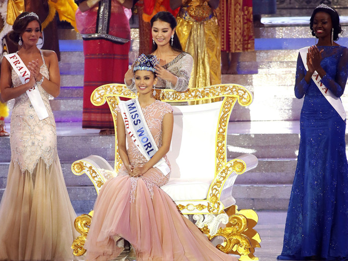 Miss World 2012, Yu Wenxia, crowns Megan Young of the Philippines as the new Miss World.