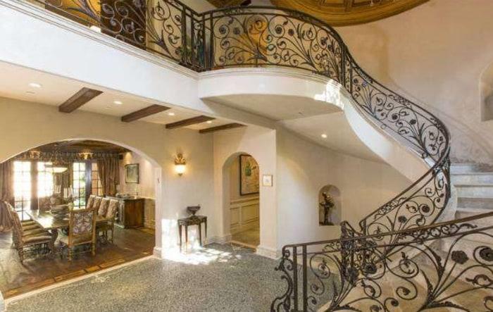Sofia Vergara's new Beverly Hills villa has dramatic flair.