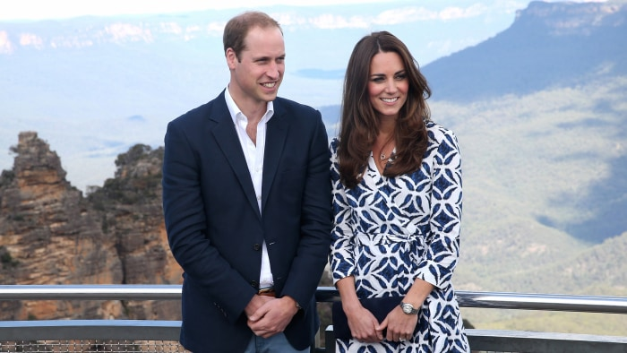 KATOOMBA, AUSTRALIA - APRIL 17:  Prince William, Duke of Cambridge and Catherine, Duchess of Cambridge pose for a photograph at Echo Point with The Th...