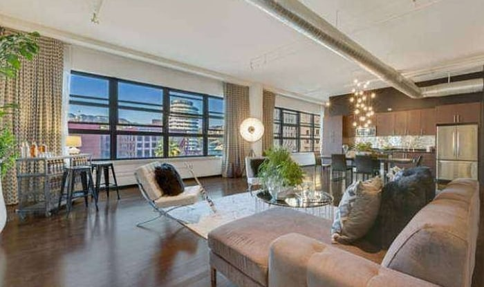 Dave Navarro's Hollywood loft is taking a $50,000 price cut.