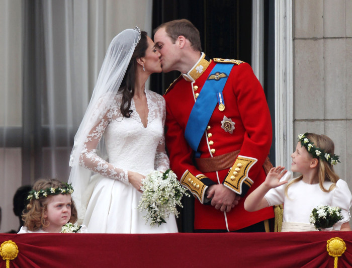 LONDON, ENGLAND - APRIL 29:  Their Royal Highnesses Prince William, Duke of Cambridge and Catherine, Duchess of Cambridge kiss on the balcony at Bucki...