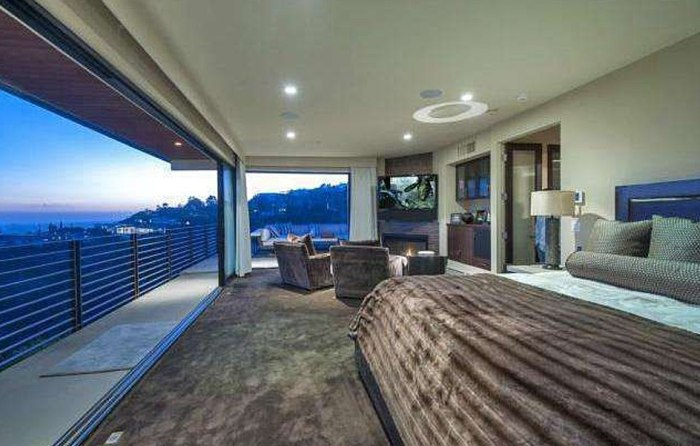 Reggie Bush has listed his Hollywood Hills home, which includes a penthouse master suite.