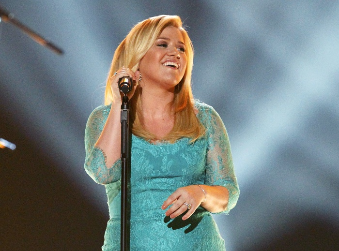 "Kelly Clarkson performs ""Don't Rush"" during the 48th ACM Awards in Las Vegas April 7, 2013. REUTERS/Mario Anzuoni  (UNITED STATES  Tags: Entertainment..."