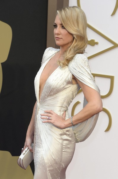 epa04107140 US actress Kate Hudson arrives for the 86th annual Academy Awards ceremony at the Dolby Theatre in Hollywood, California, USA, 02 March 20...