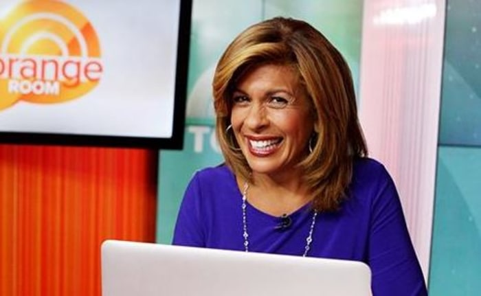 Hoda chatting on FB